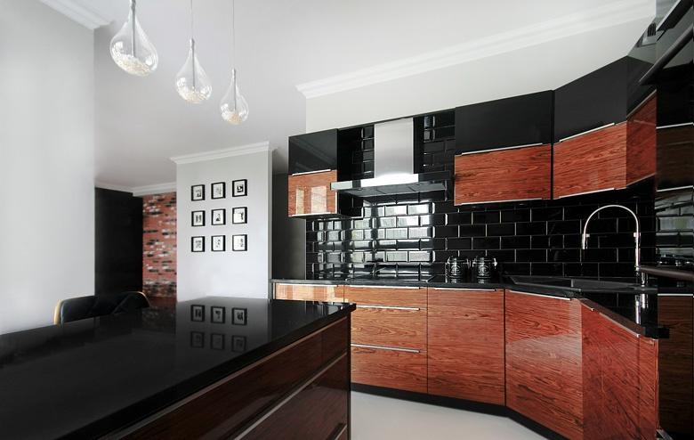 Nowoczesna kuchnia w połysku  Aranżacje -> Kuchnia Nowoczesna Czarna Z Drewnem