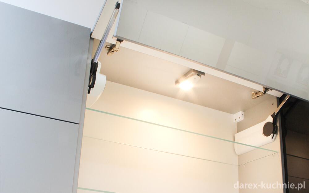 Oświetlenie wewnętrzne szafek w kuchni