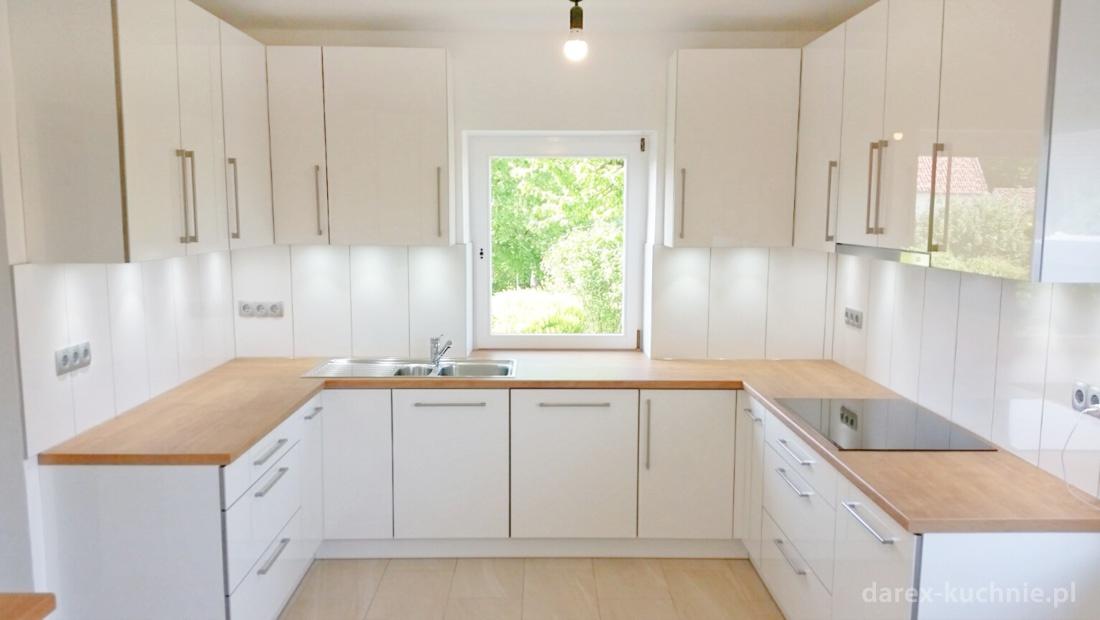 Biała kuchnia z barem  Darex